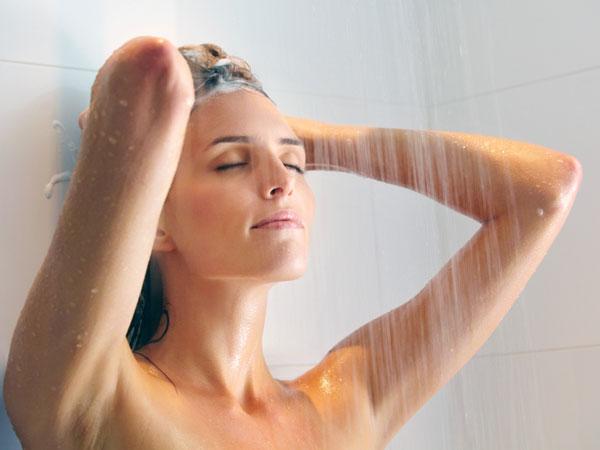 Ha természetes göndör haj, időigényes lehet, hogy egyenesen.