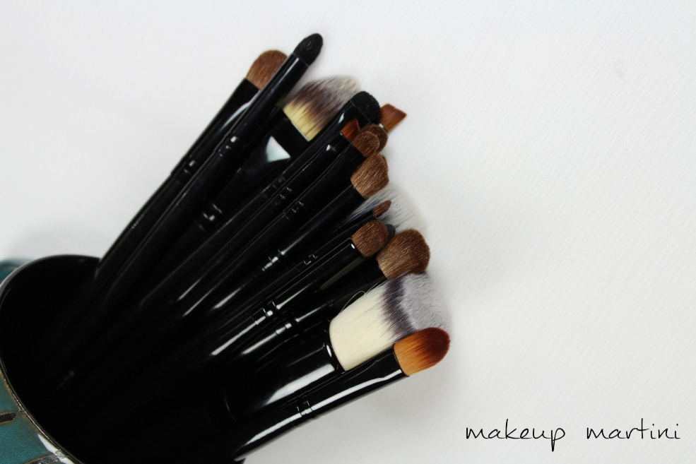 Coastal Scents 22 Piece Brush Set Review (1)