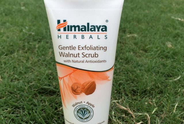 Himalaya Herbal Walnut Scrub Review