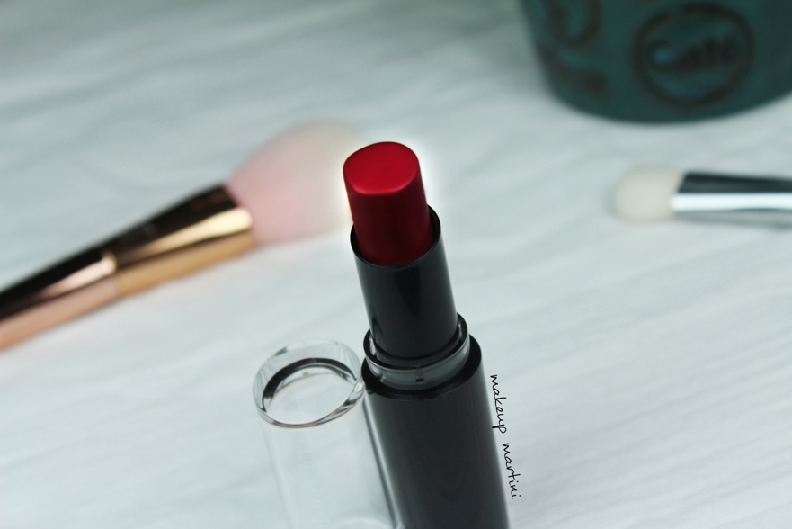 wet n wild megalast stoplight red lipstick review and swatch