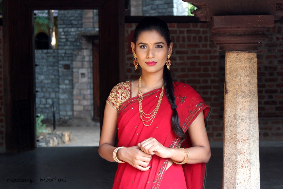 How To Style Traditional Indian Saree