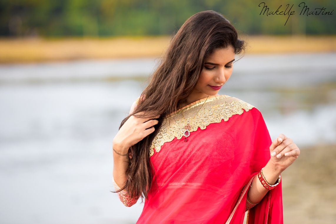 Simple Coral-Gold Saree Look